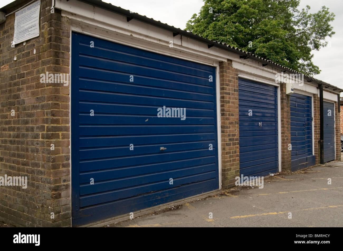 Abschließbare Garage Garagen Karzer Hänger USV Del Boy Auto Metalltür Türen  Lagerung Lagerung Zeile Zeilen Flache Wohnungen Dach Dächer