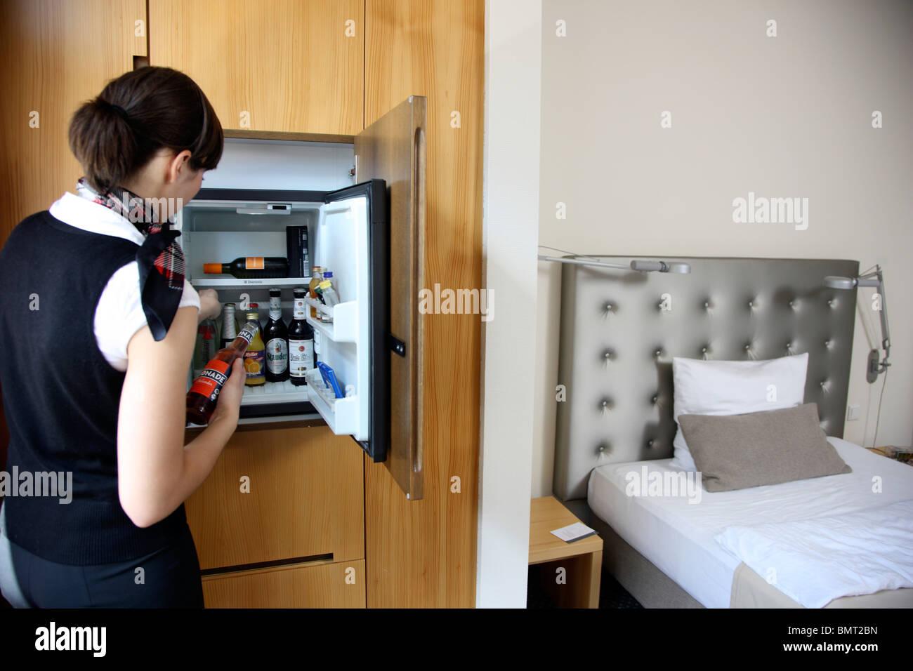 Kleiner Kühlschrank Im Hotelzimmer : Hotel mini bar fridge stockfotos & hotel mini bar fridge bilder alamy