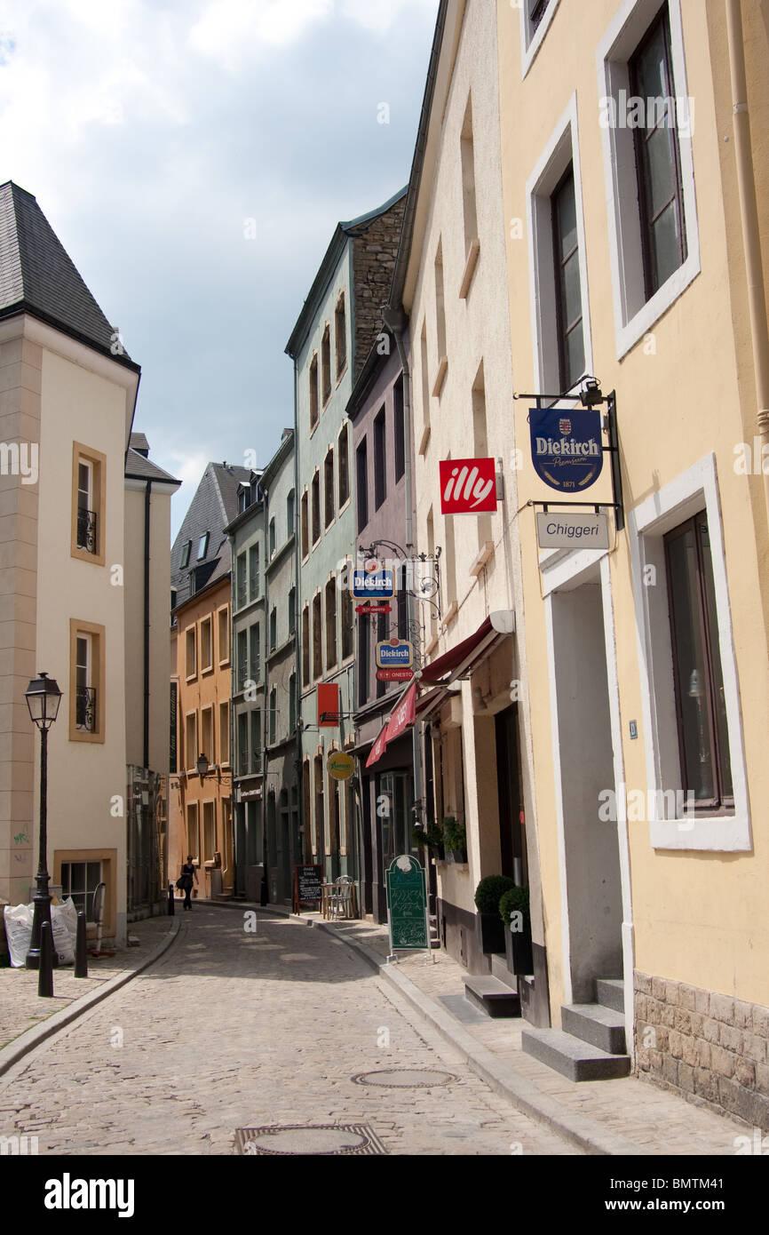 schmale Straße Altstadt beherbergt Weißwandringe Zentrum Stockbild