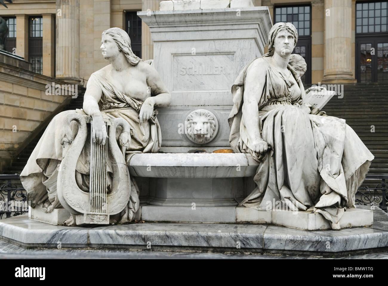 Allegorische Figur der Schiller Denkmal Geschichte Gendarmenmarkt Berlin-Deutschland Stockbild