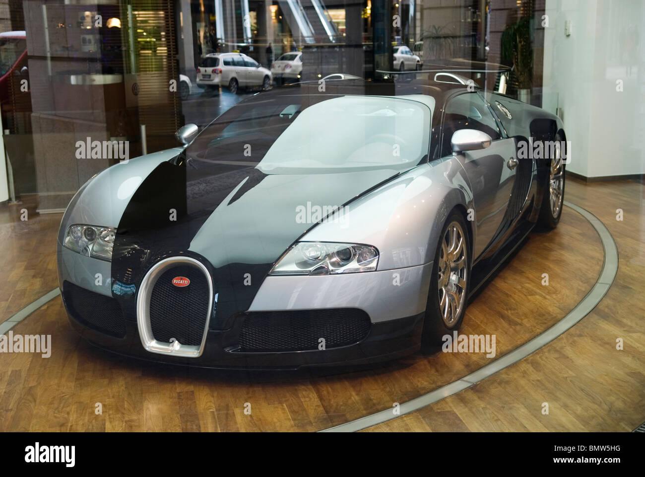 bugatti veyron auto display berlin deutschland europa. Black Bedroom Furniture Sets. Home Design Ideas