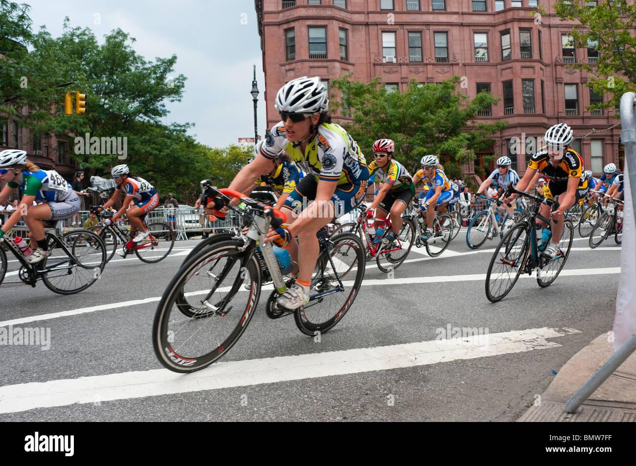 New York, NY - 20. Juni 2010 - Die women's Division, Harlem skyscraper Classic, Marcus Garvey Park. Stockbild