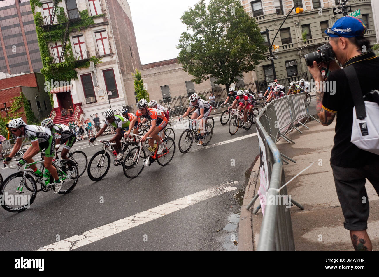 New York, NY - tätowiert 20. Juni 2010 Fotograf fotografiere Kyscraper Harlem Cycling Classic, Marcus Garvey Stockbild