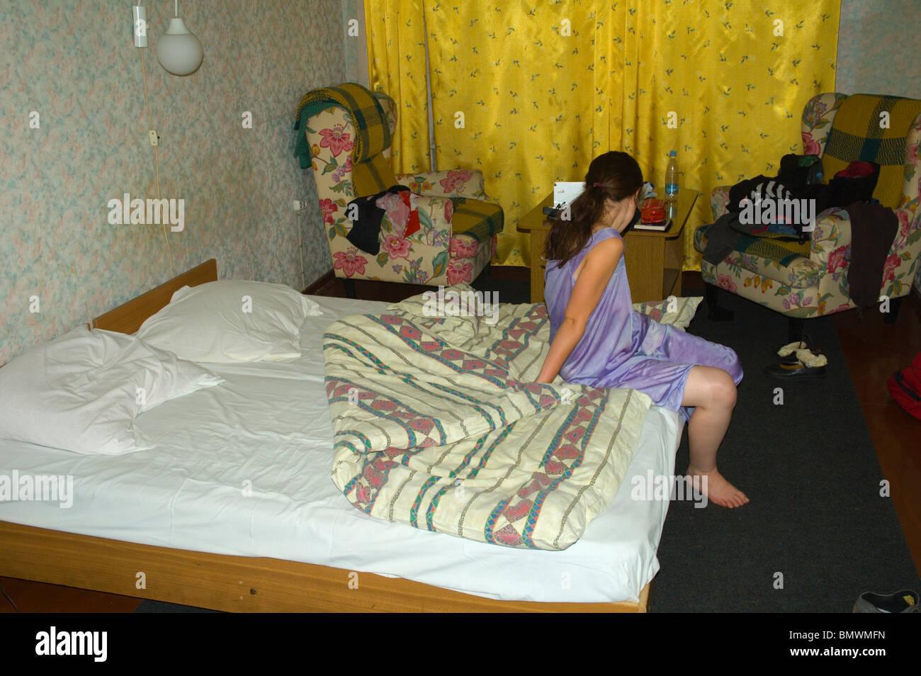 Reife Frau im Motel