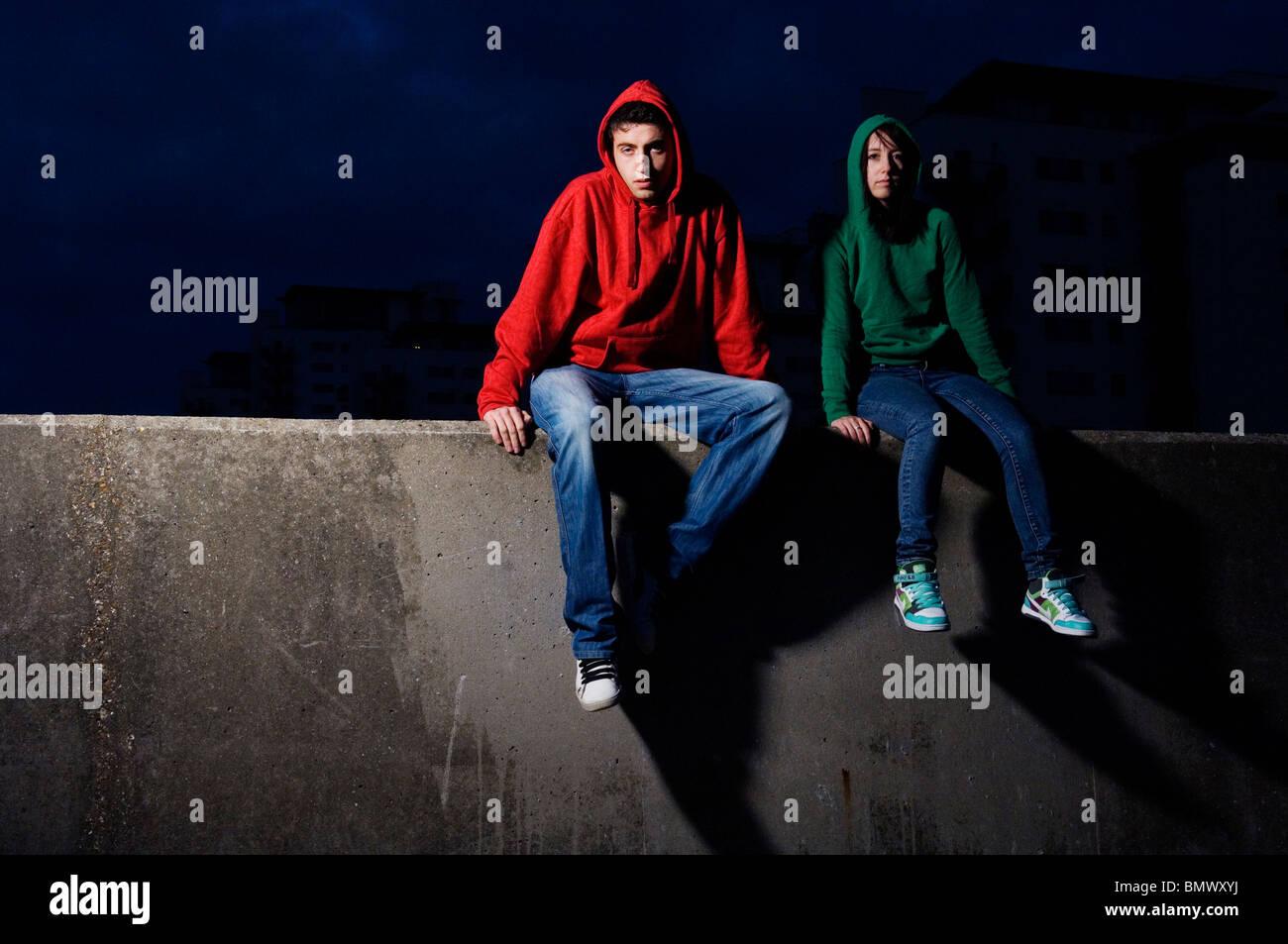 Jugendliche männlich & weiblich Stockbild