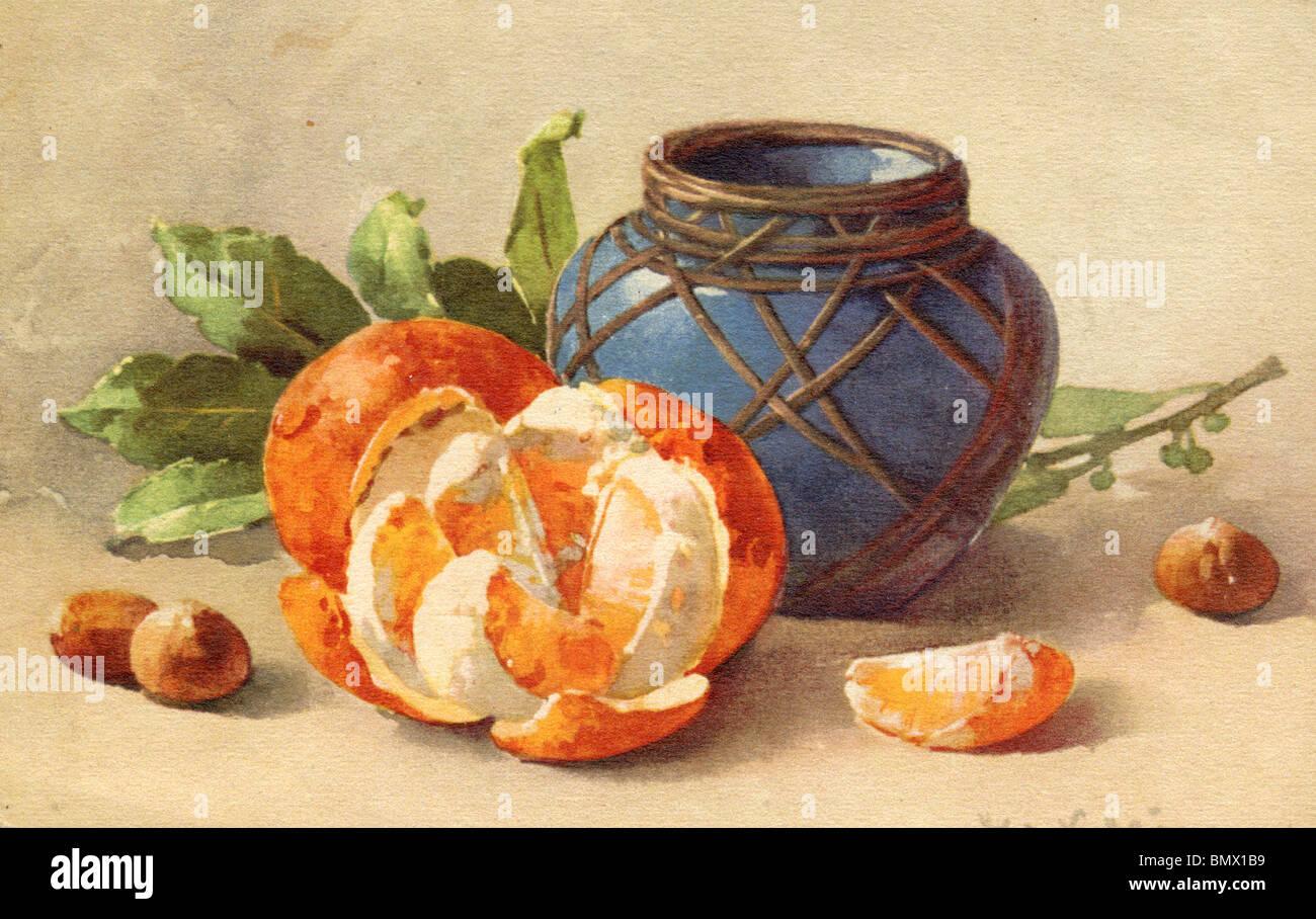 Orangen, Haselnüsse und Keramiktopf Stockbild