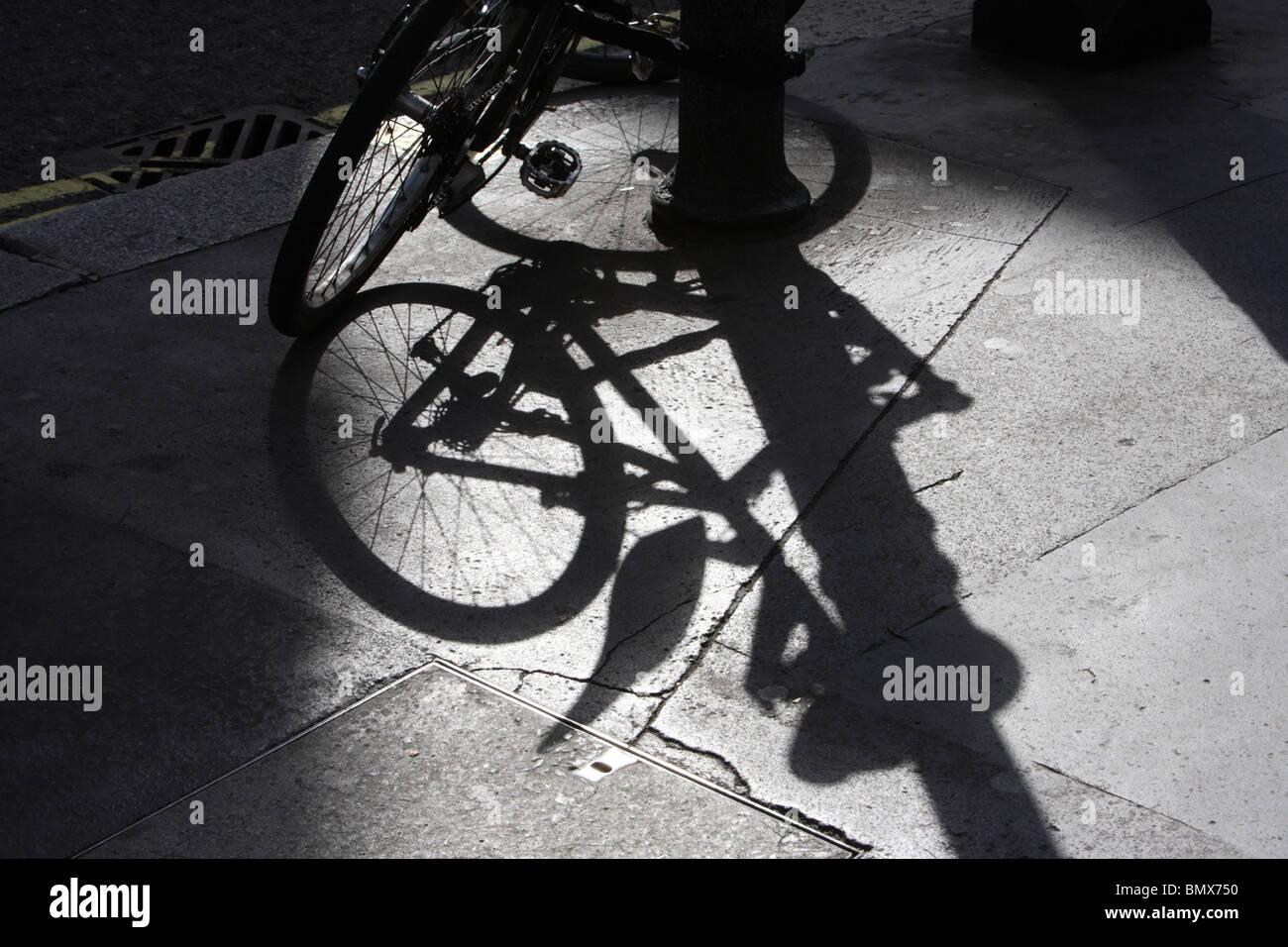 Shadow Of A Bike Stockfotos & Shadow Of A Bike Bilder - Seite 19 - Alamy