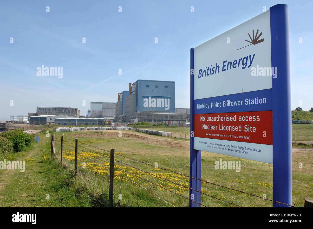 Website der vorgeschlagenen Hinkley C Kernkraftwerk mit bestehenden Kernkraftwerke hinter Stockbild