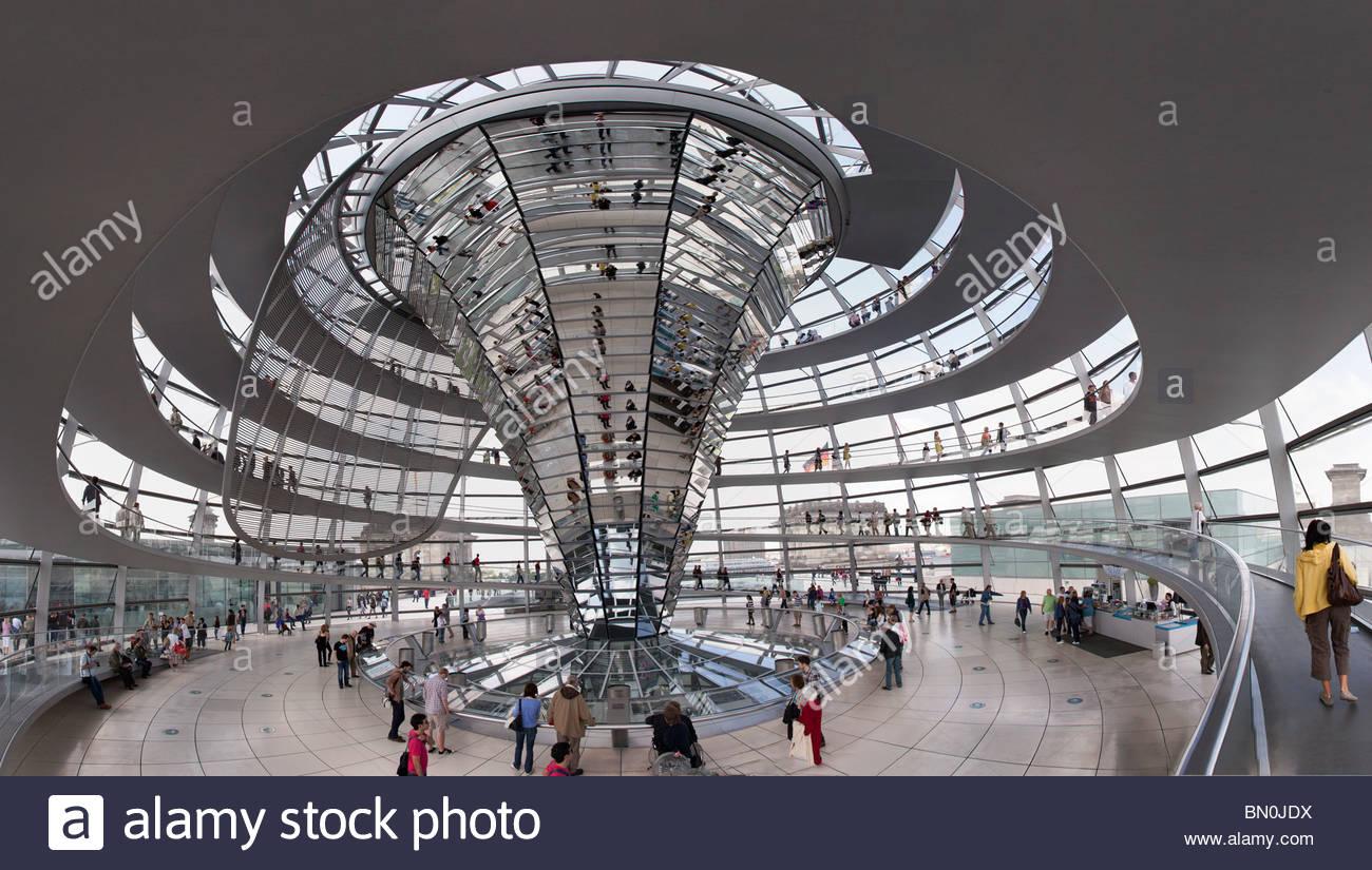 Innere der Kuppel auf dem Reichstag in Berlin Stockbild