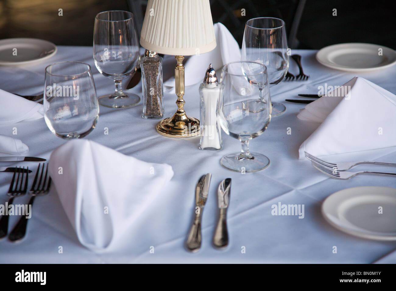 Elegant Dinner Place Settings Stockfotos & Elegant Dinner Place ...