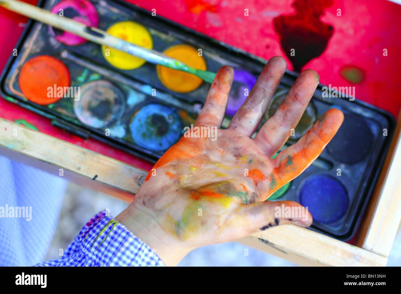 Künstler Kinder Malen Aquarell Pinsel Selbst Schmutzige Hände
