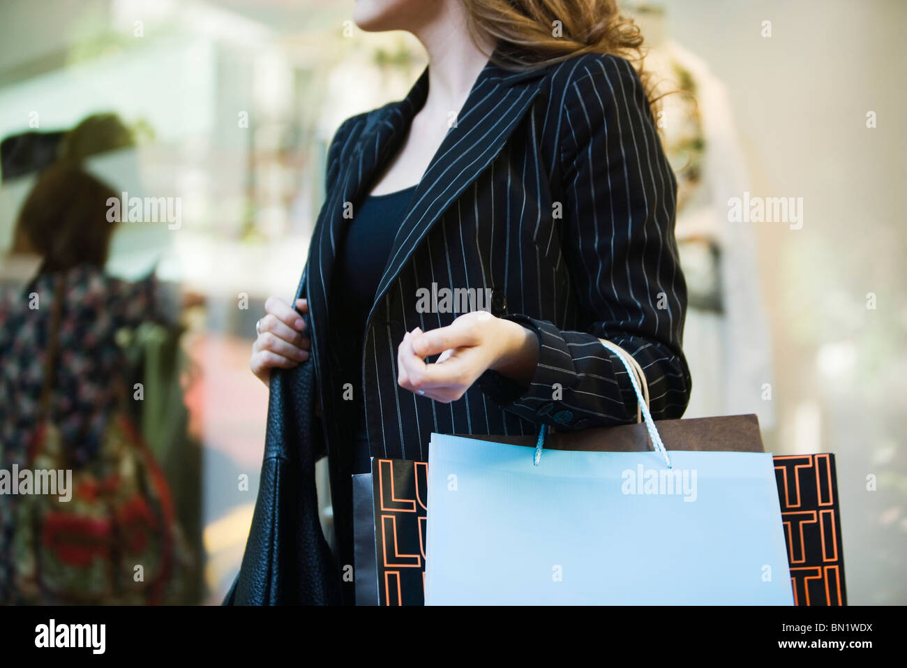 Frau, Einkaufstaschen, beschnitten Stockbild