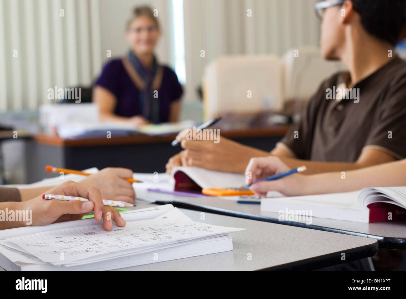 Studenten, Klassenarbeiten, beschnitten Stockbild
