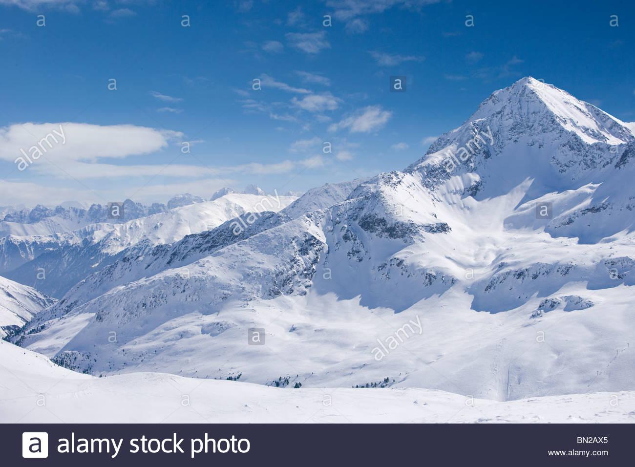 Verschneite Gebirge Stockbild