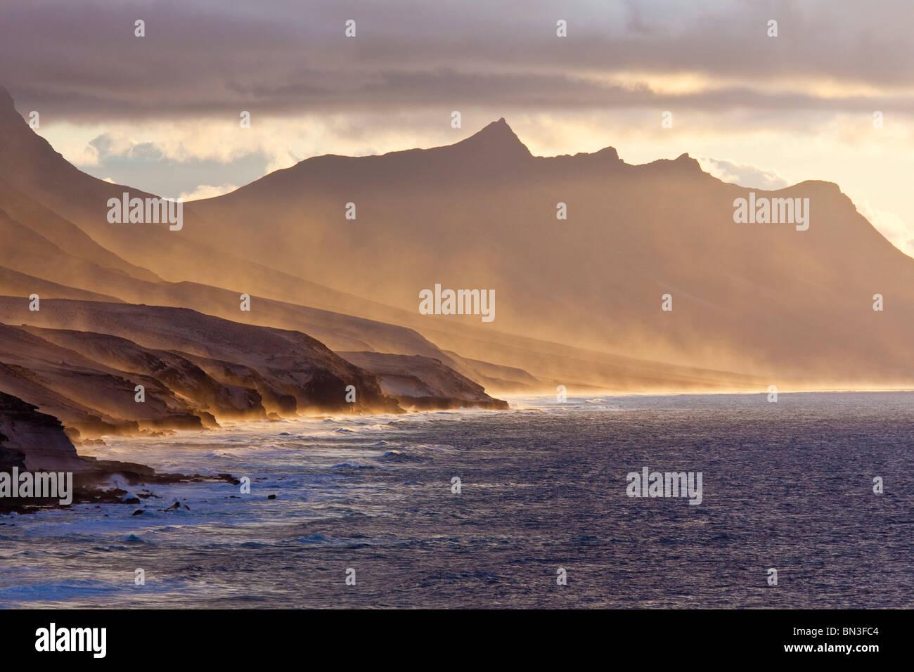 Küste von Costa Calma bei Sonnenuntergang, Fuerteventura, Spanien Stockbild