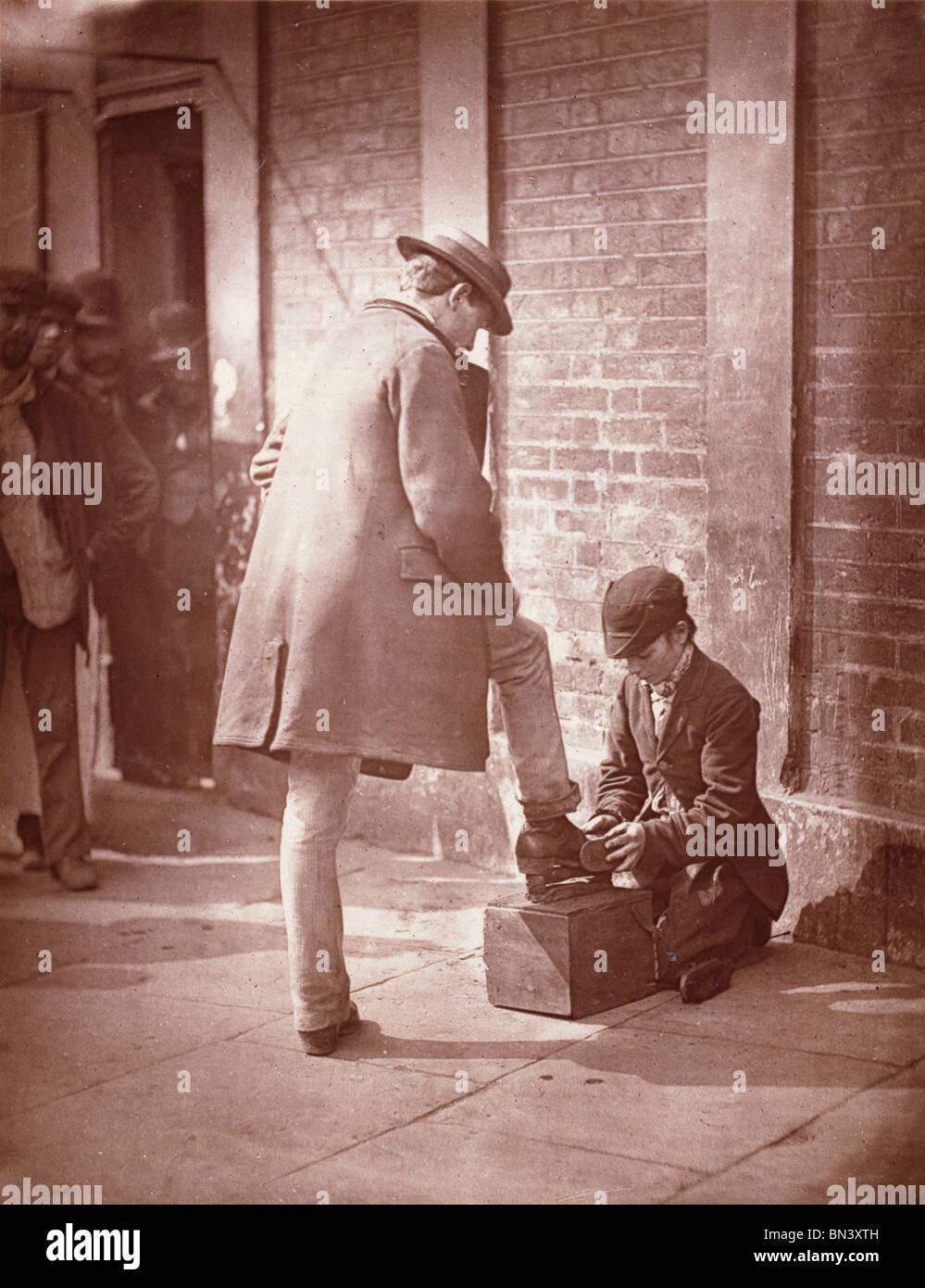 Die dramatische Schuh-schwarz, von John Thomson. London, England, Ende 19. Jh. Stockfoto