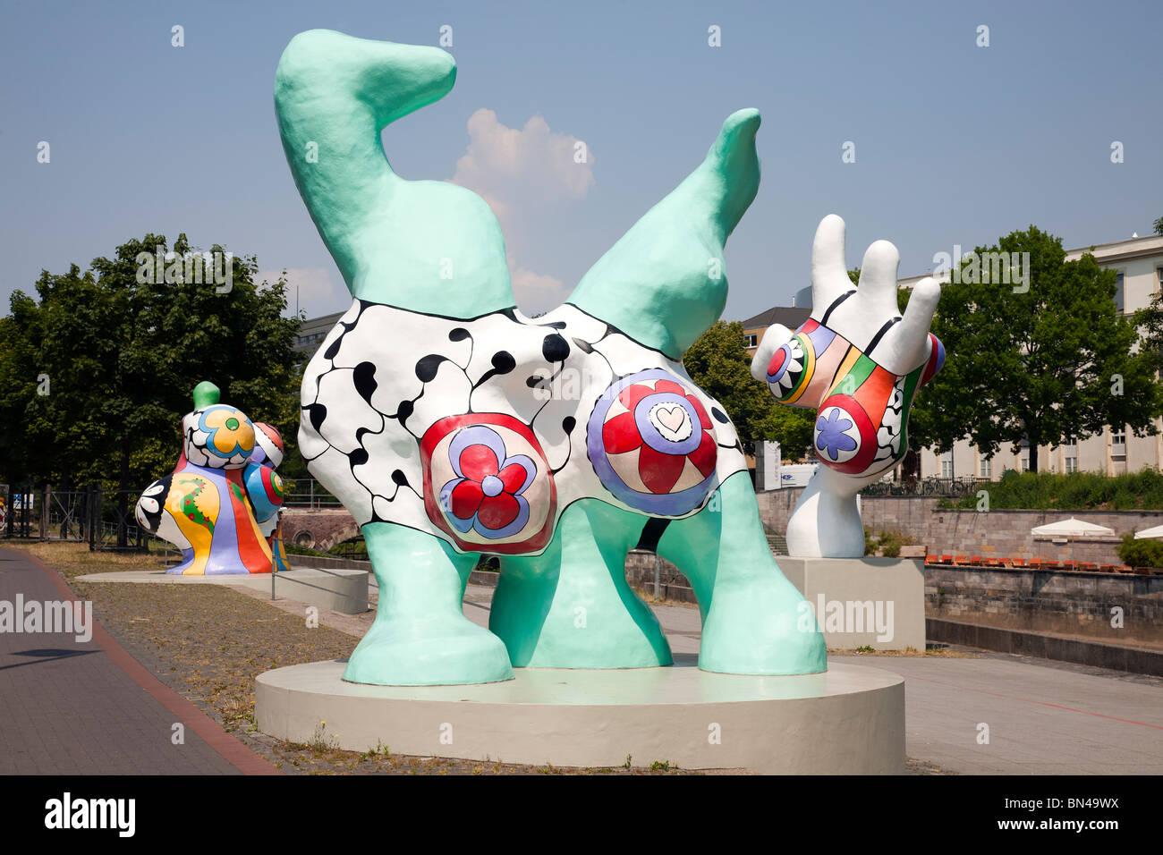 Nanas Street Art Von Niki De Saint Phalle Am Leibnizufer Hannover
