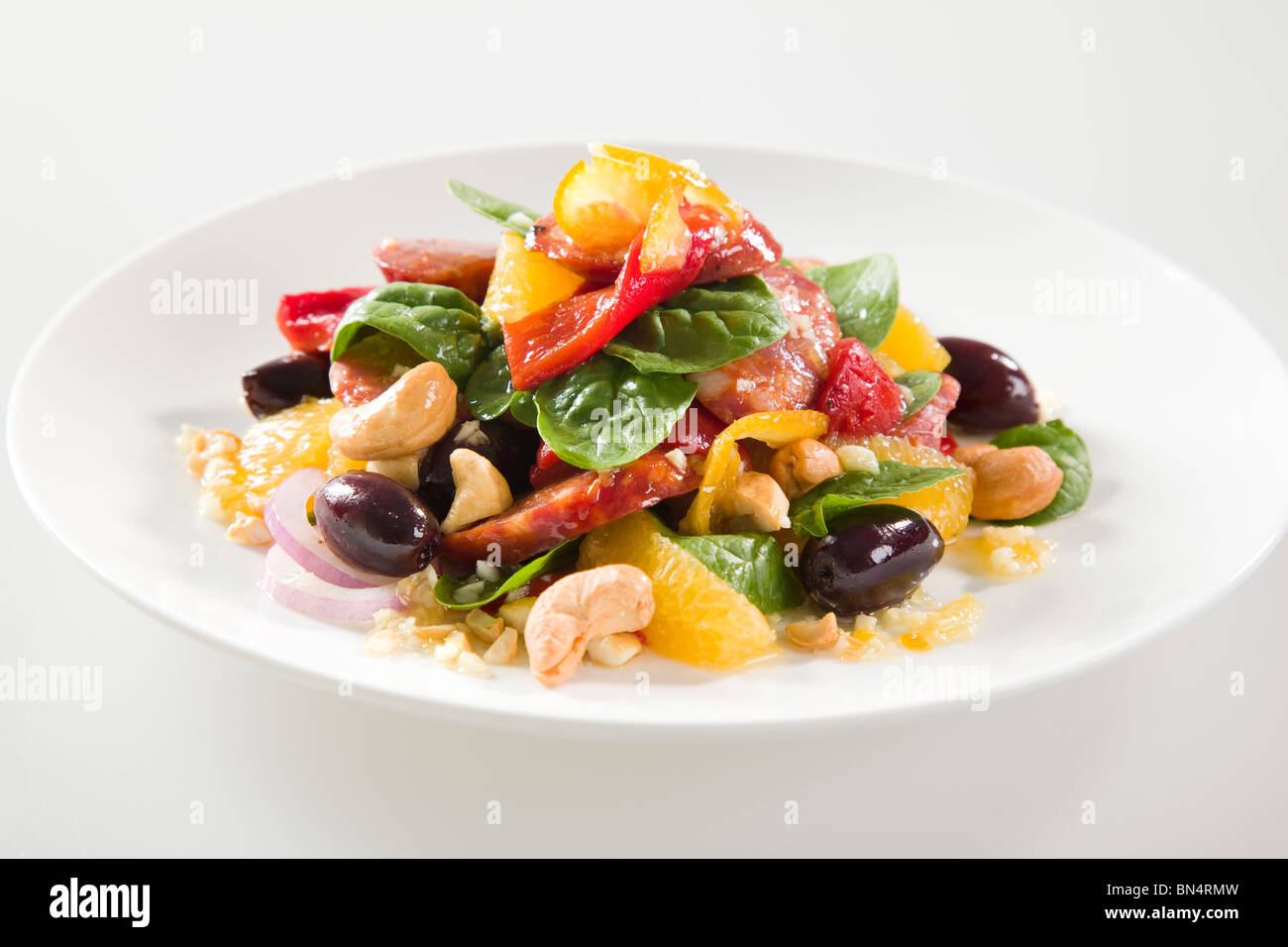 ORANGE & CHORIZO-SALAT Stockbild