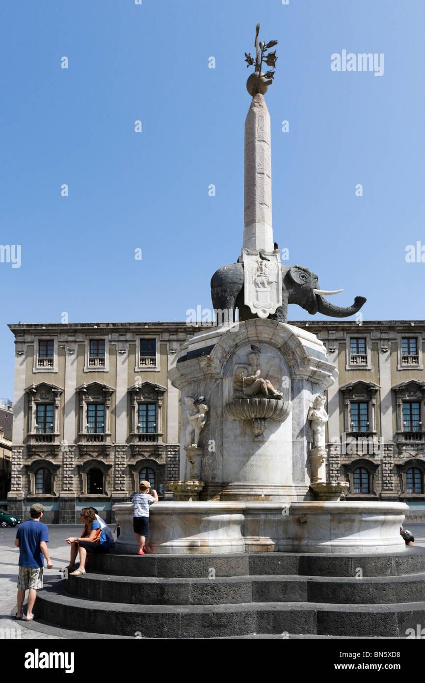 Statue eines Lava Elefanten (Wahrzeichen der Stadt), Piazza del Duomo, Catania, South East Coast, Sizilien, Italien Stockbild