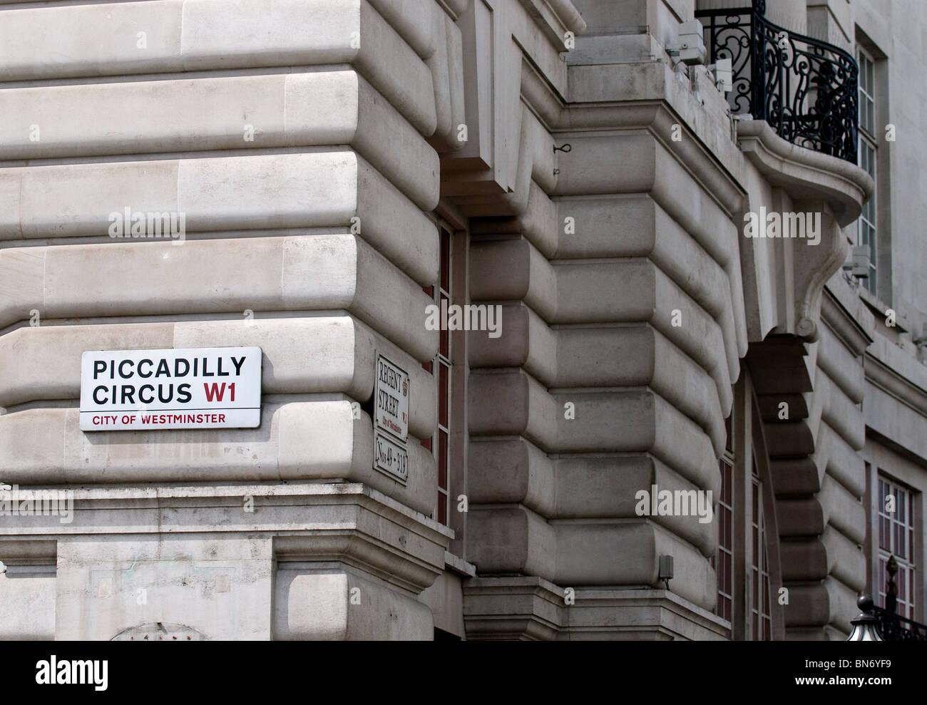 Eine Straße Zeichen an der Wand eines Gebäudes am Picadilly Circus in London. Stockbild
