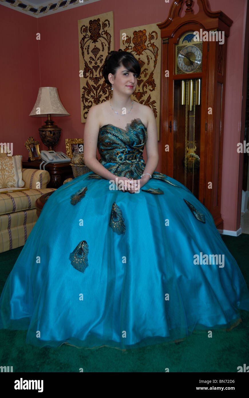 Peacock Dress Stockfotos & Peacock Dress Bilder - Alamy