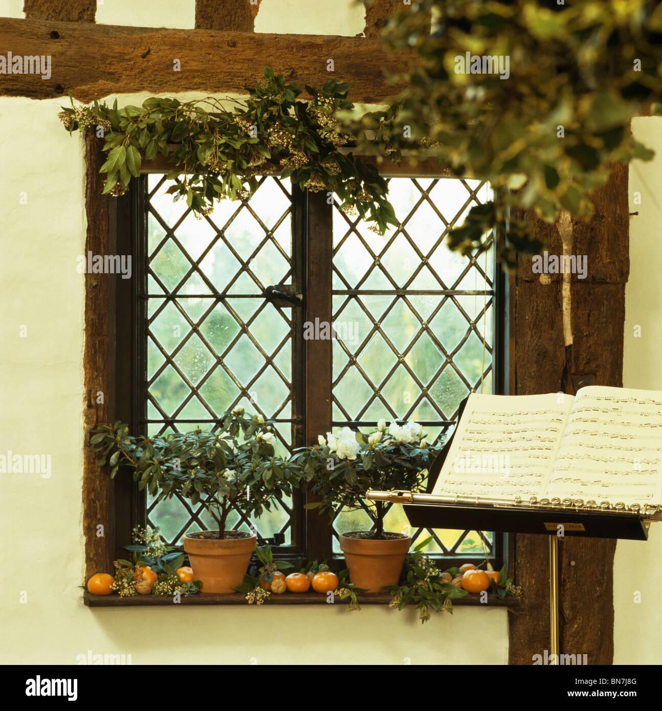 Noten Auf Stand Vor Der Gitter Fenster Dekoriert Fur Weihnachten Mit