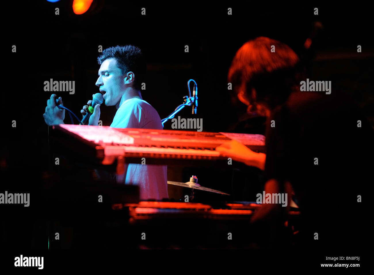 Frank Musik erklingt in das Vlies live-Musik in Bristol UK Stockbild
