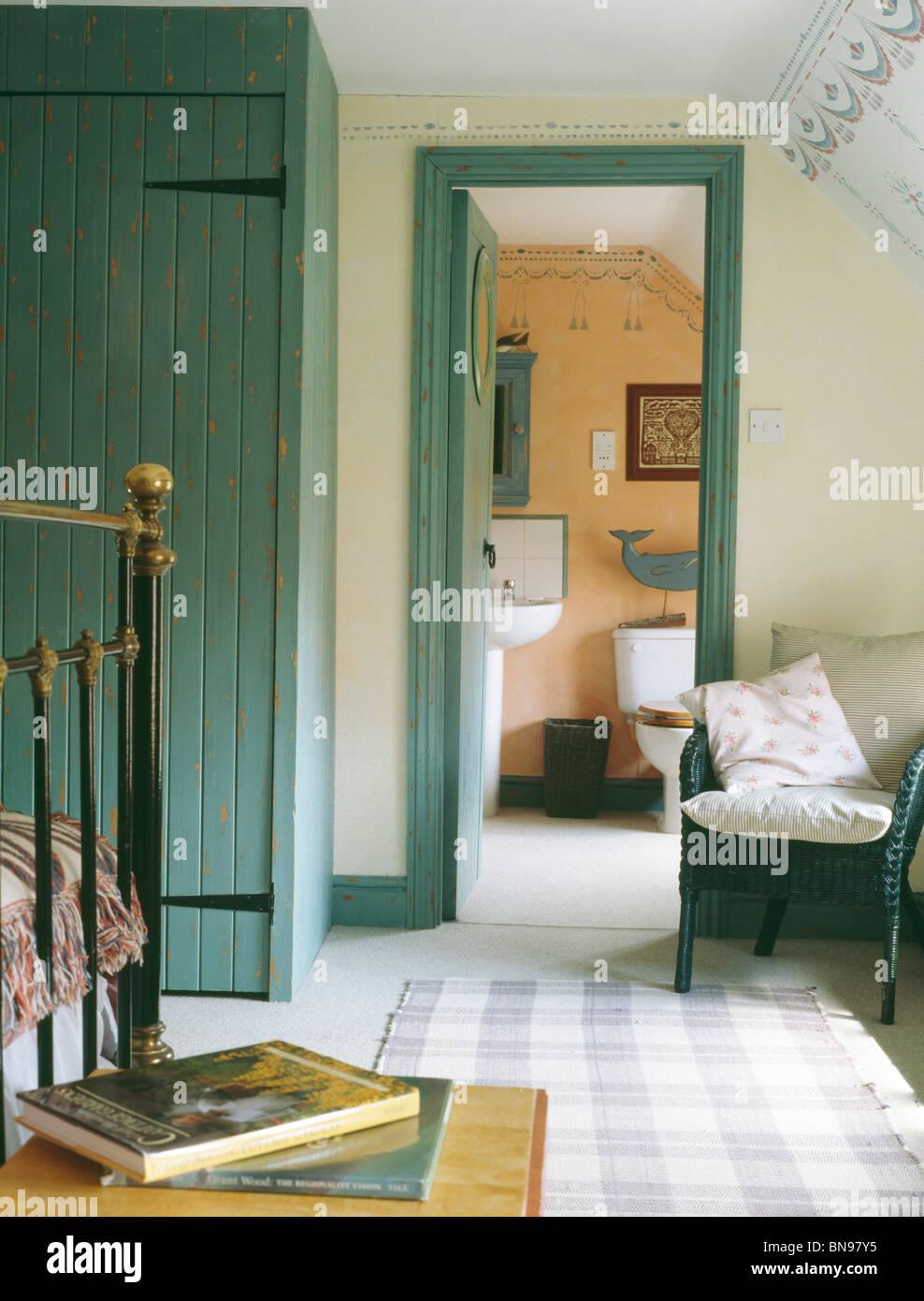 Türkis ausgestattet Schrank und Tür Rahmen in traditionellen ...