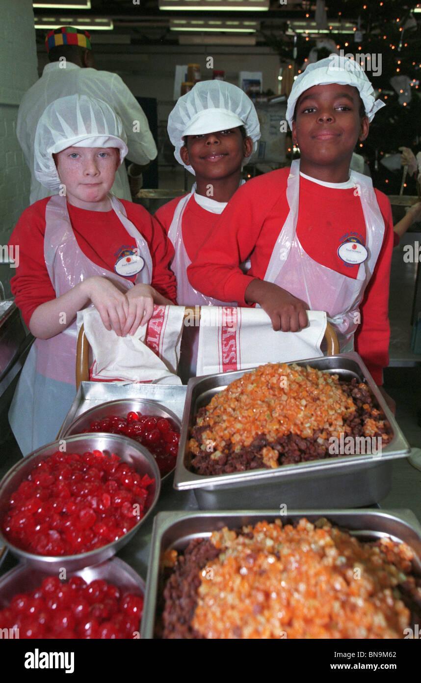 Kinder In Einer Lambeth Schule Herstellung Von Kuchen Fur Obdachlose