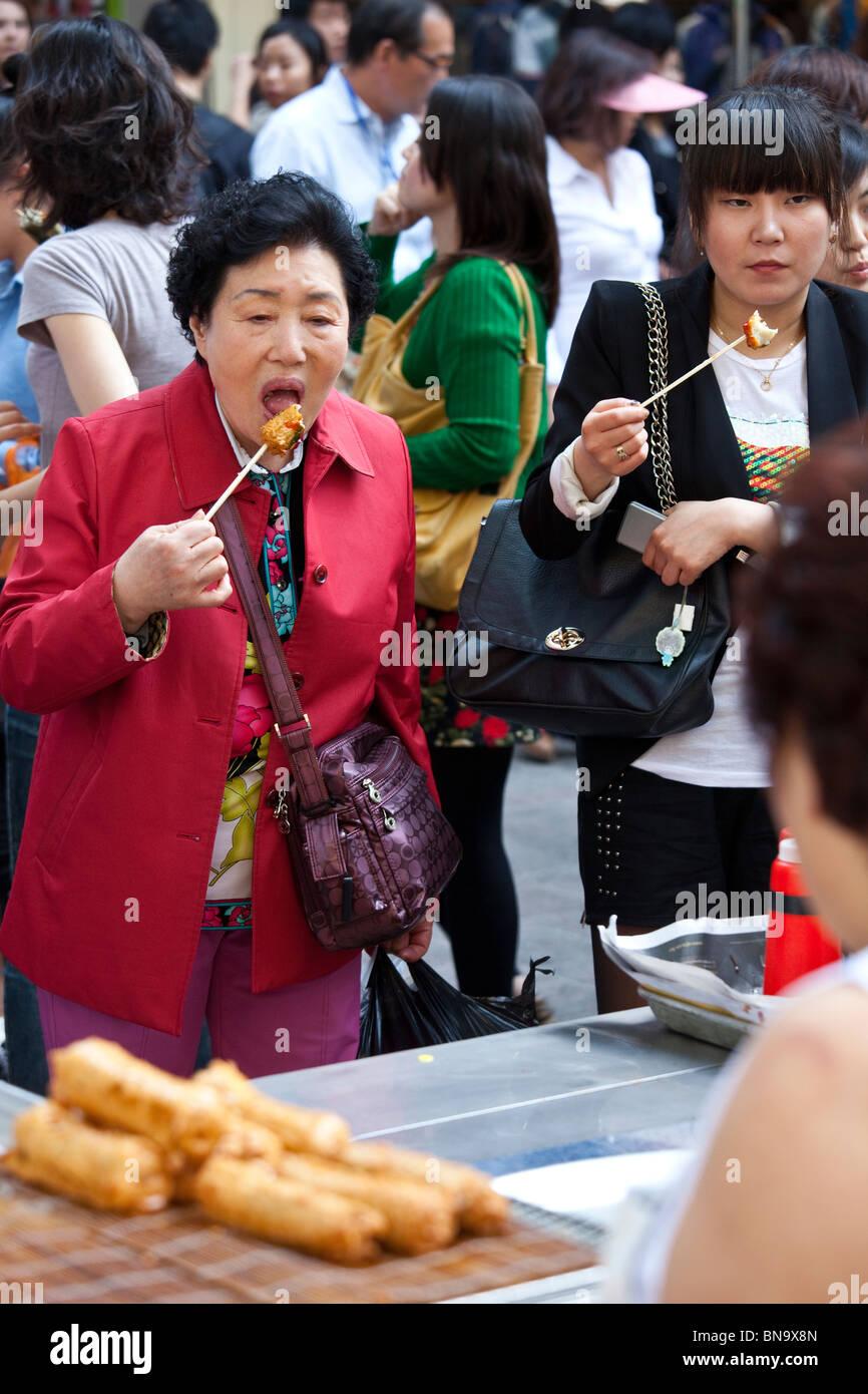 Koreanische reife Frau der Galerie