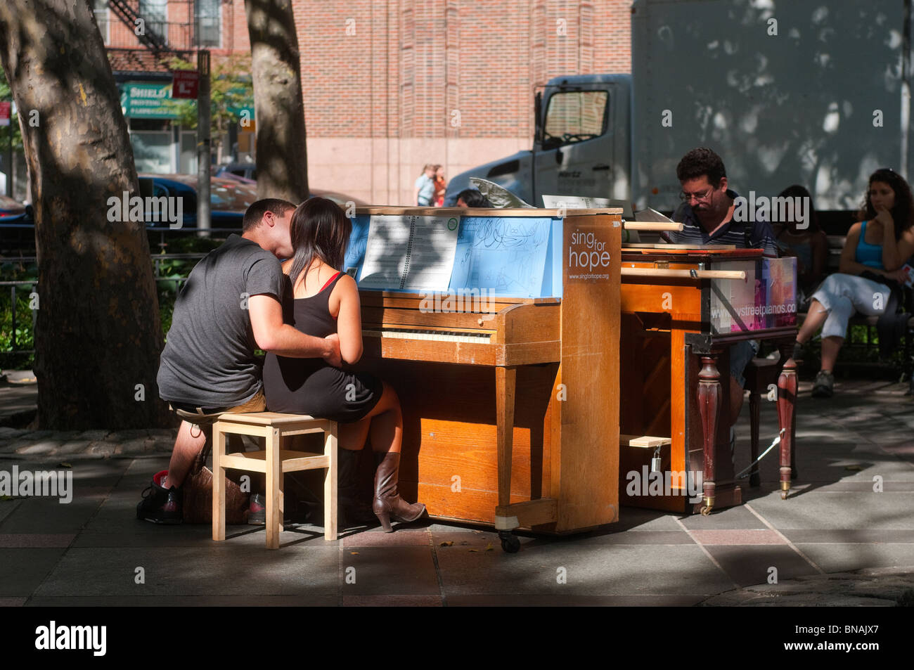 Play Me I 'm Yours Klaviere in Tribeca Park © Stacy Walsh Rosenstock/Alamy Stockbild