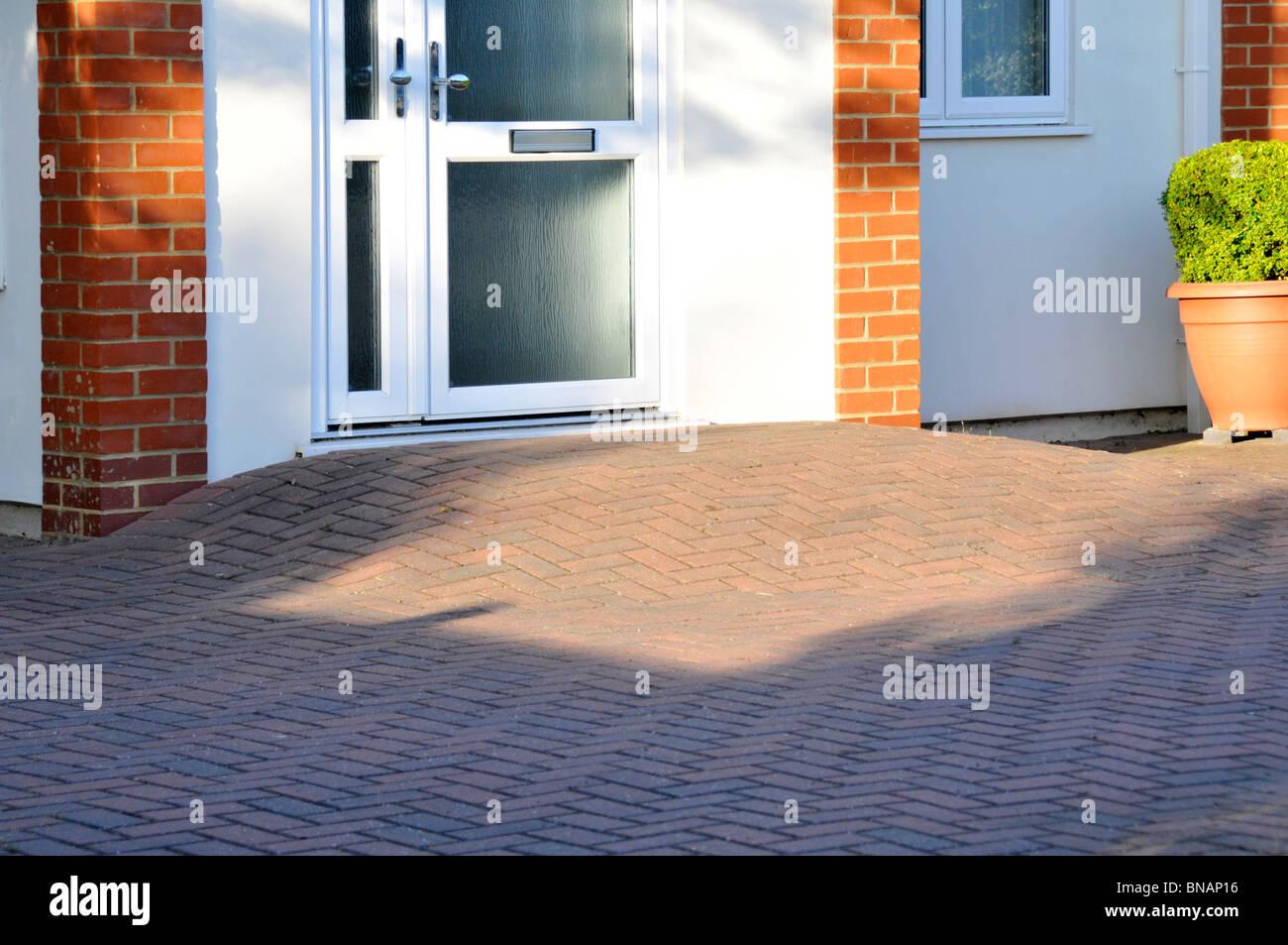 Block ebnet Behinderung Rampe vordere Tür, Schritt, den freien Zugang für Behinderte Rollstuhlfahrer Essex Stockbild
