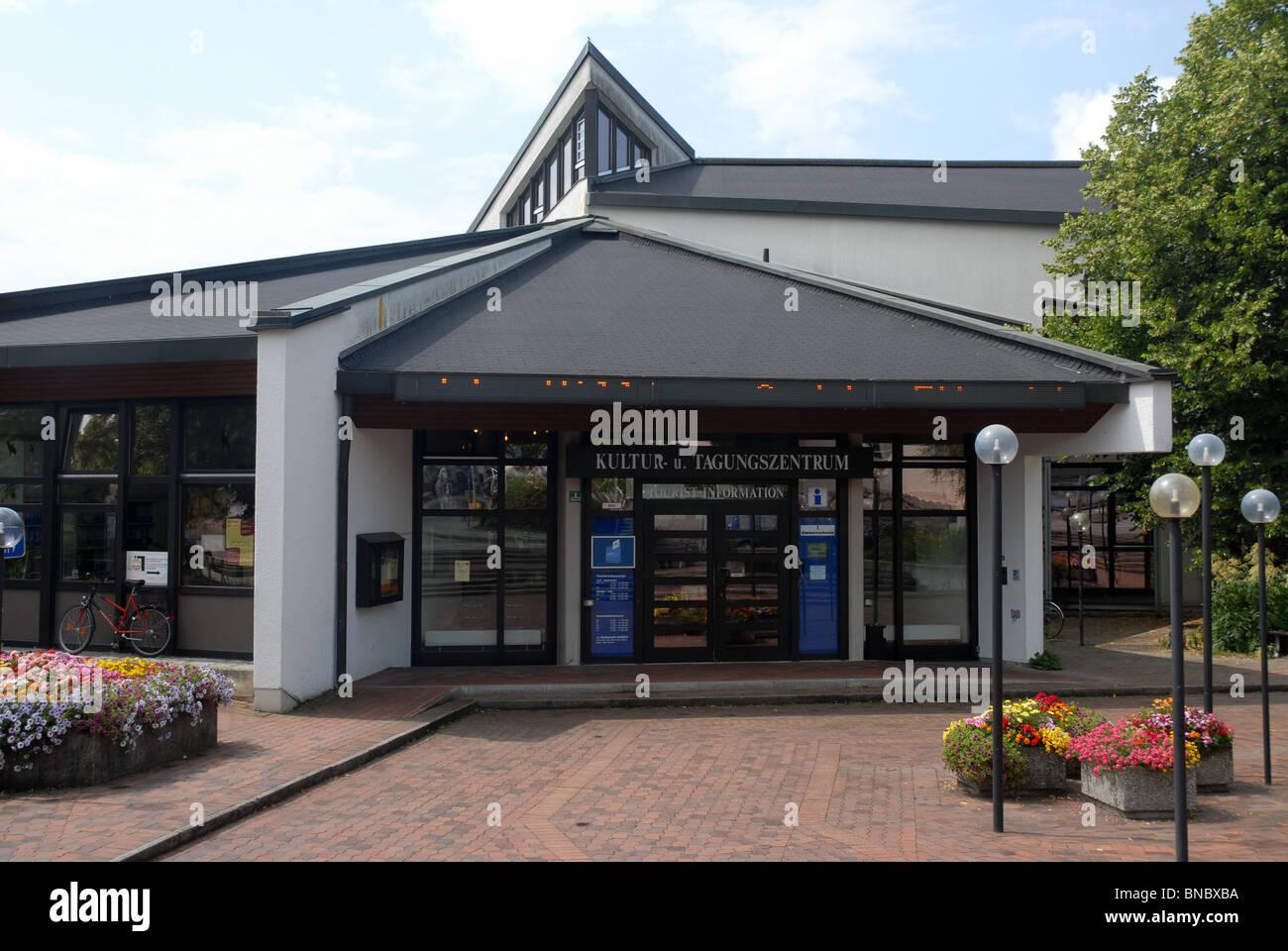 Kultur u Tangungszentrum, bin Murnau, Staffelsee, Garmisch-Partenkirchen, Oberbayern, Bayern, Deutschland Stockbild