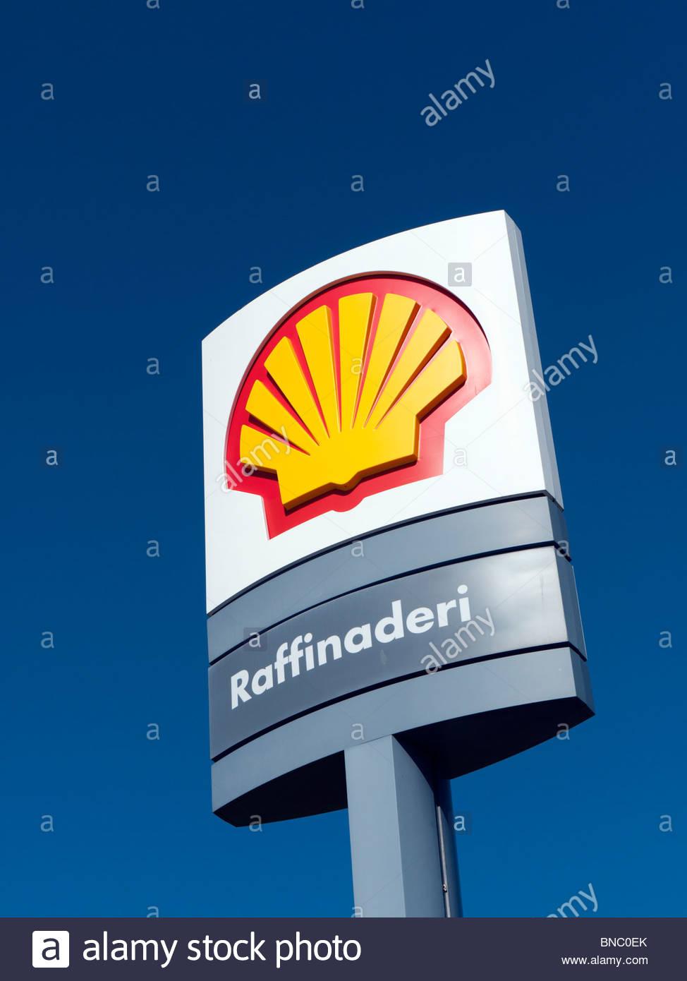 Detail des Zeichens bei Royal Dutch Shell Öl-Raffinerie in Göteborg Schweden Stockbild