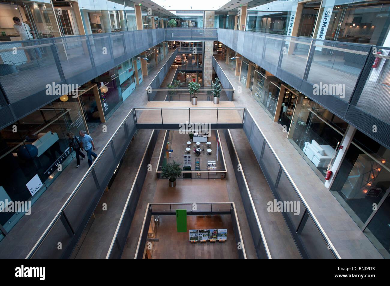 Malls in berlin stockfotos malls in berlin bilder alamy for Stilwerk berlin verkaufsoffener sonntag