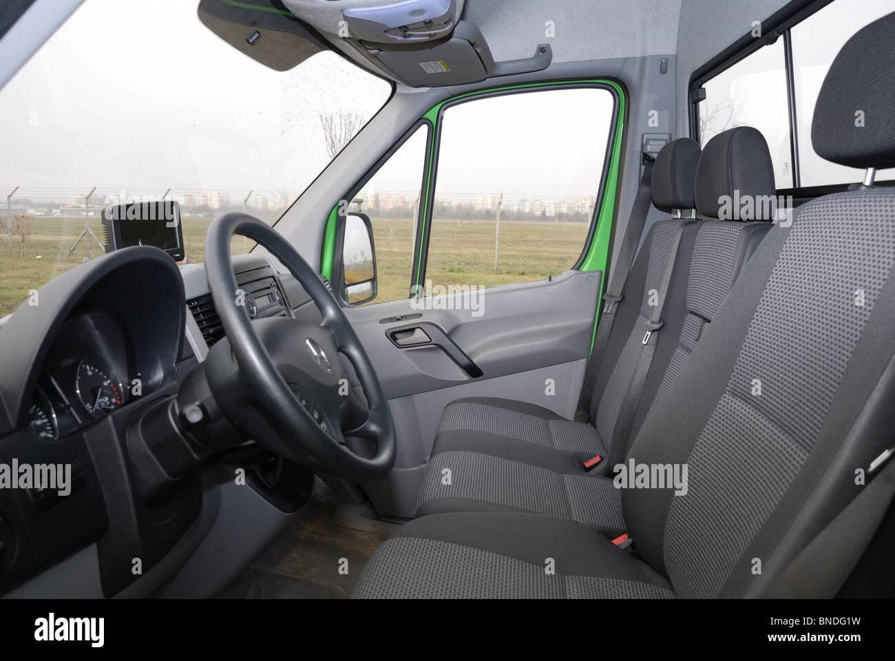 http://c8.alamy.com/compde/bndg1w/mercedes-benz-sprinter-260-cdi-van-grun-l3h2-deutsch-mcv-van-interieur-kabine-sitze-und-armaturenbrett-bndg1w.jpg
