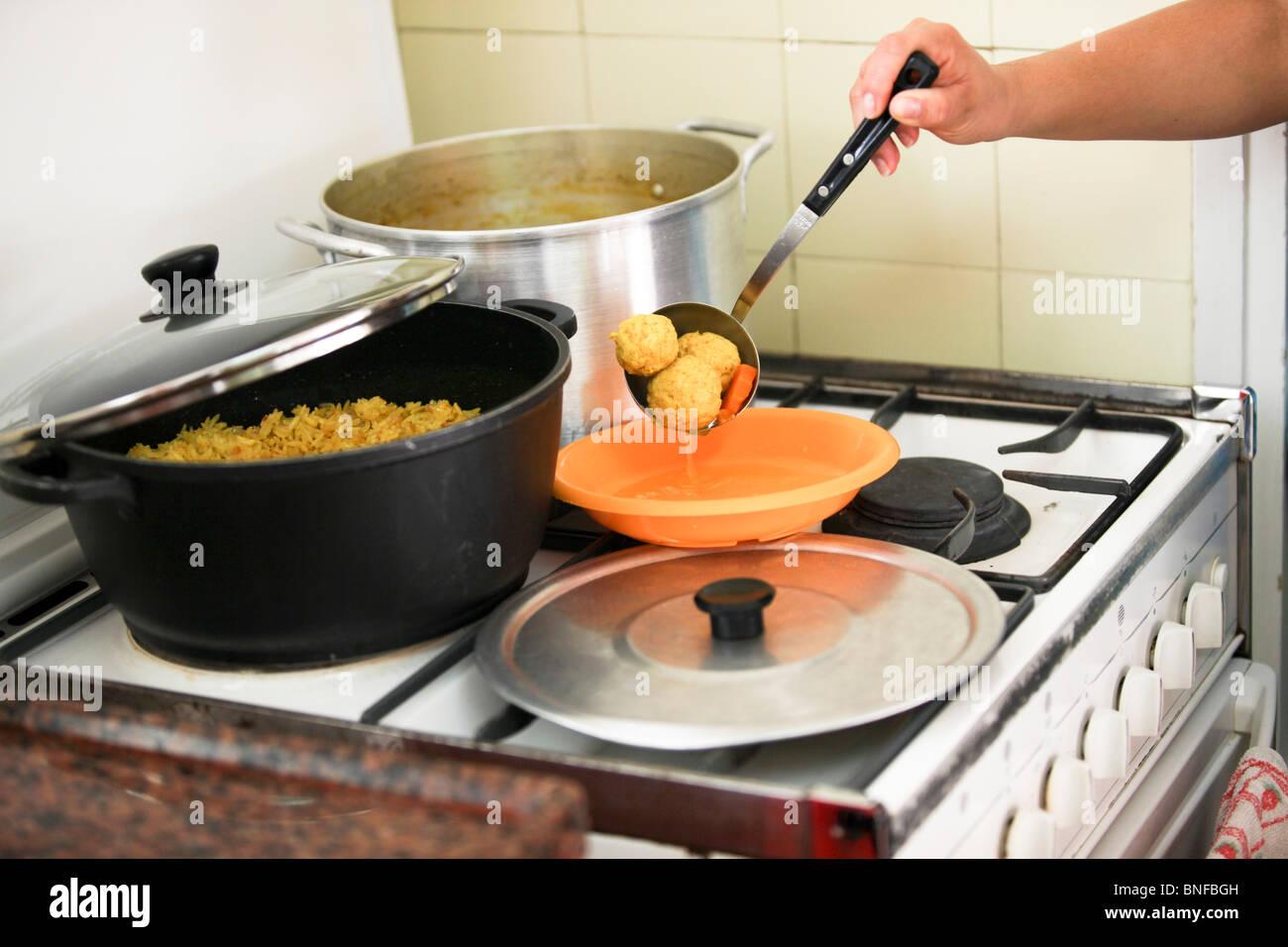 Essen Kochen Auf Einem Gasherd Stockfoto Bild 30456513 Alamy