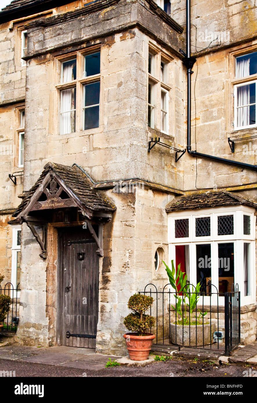 Balcony House, eines der ältesten Gebäude in der Cotswold-Dorf Sherston, Wiltshire Stockbild