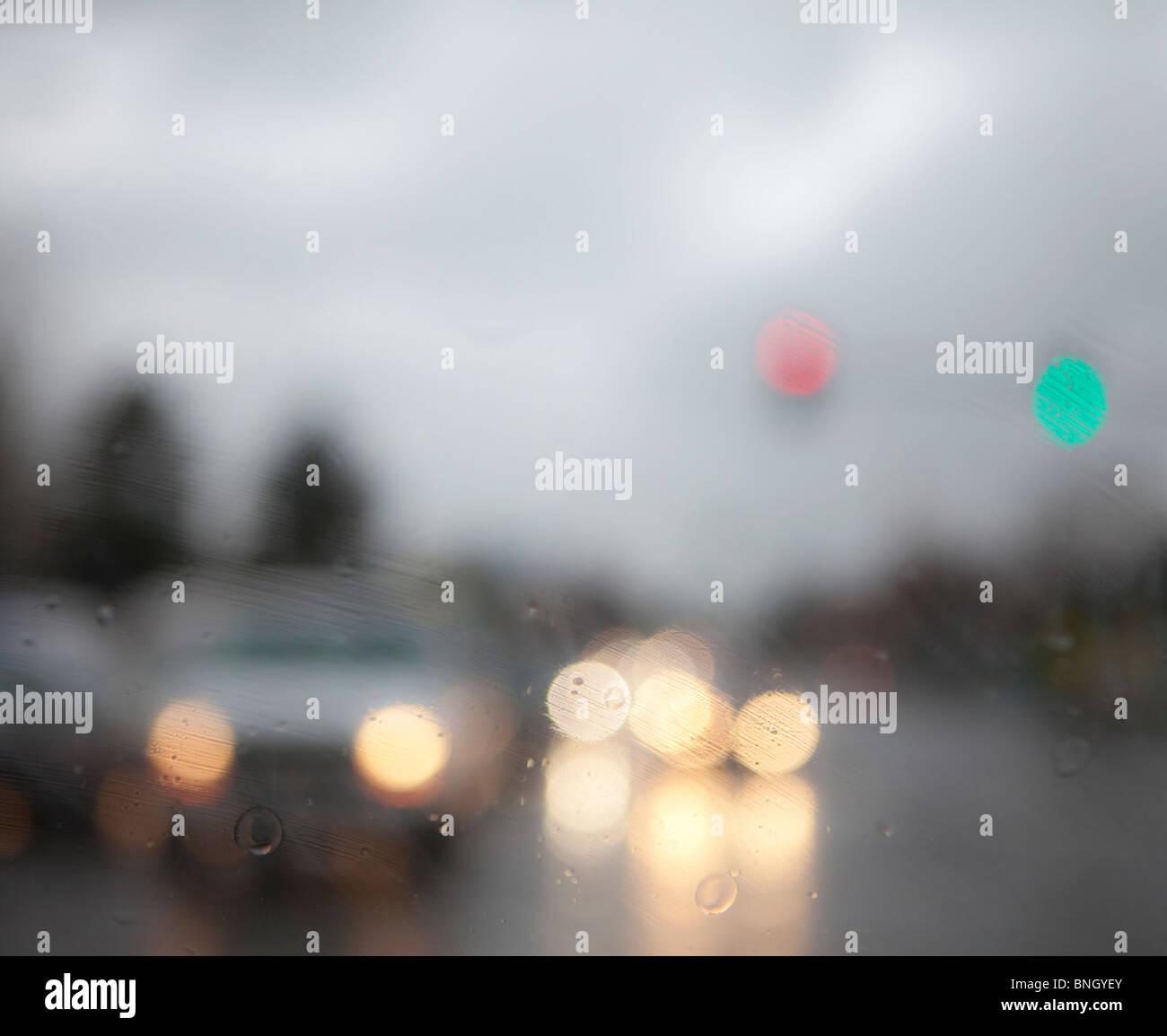 Autos auf der Straße im Regen, Seattle, Washington State, USA Stockbild