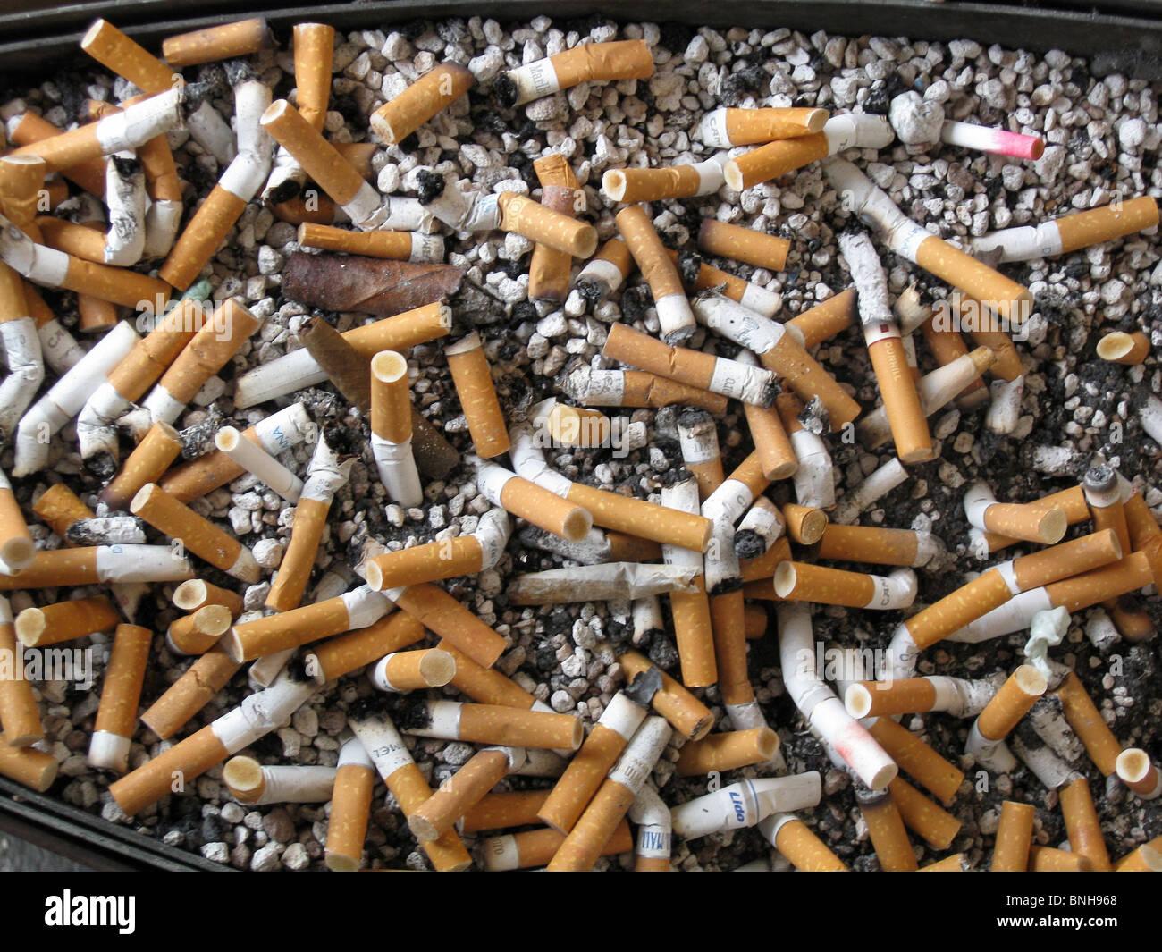 Zigarette Zigarre Hintern Aschenbecher Gesundheit Gefahr Rauchen Gewohnheit Stockbild