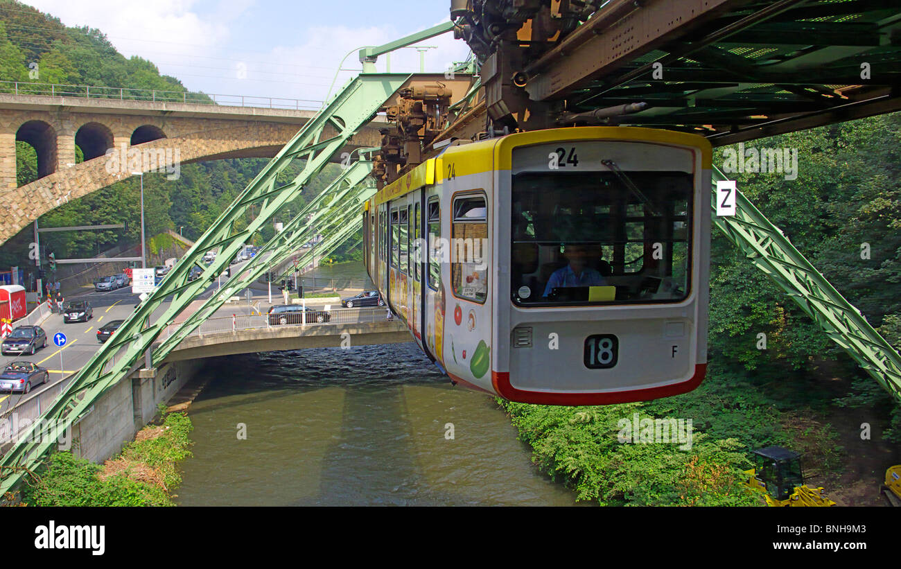 wuppertal monorail germany stockfotos wuppertal monorail germany bilder alamy. Black Bedroom Furniture Sets. Home Design Ideas