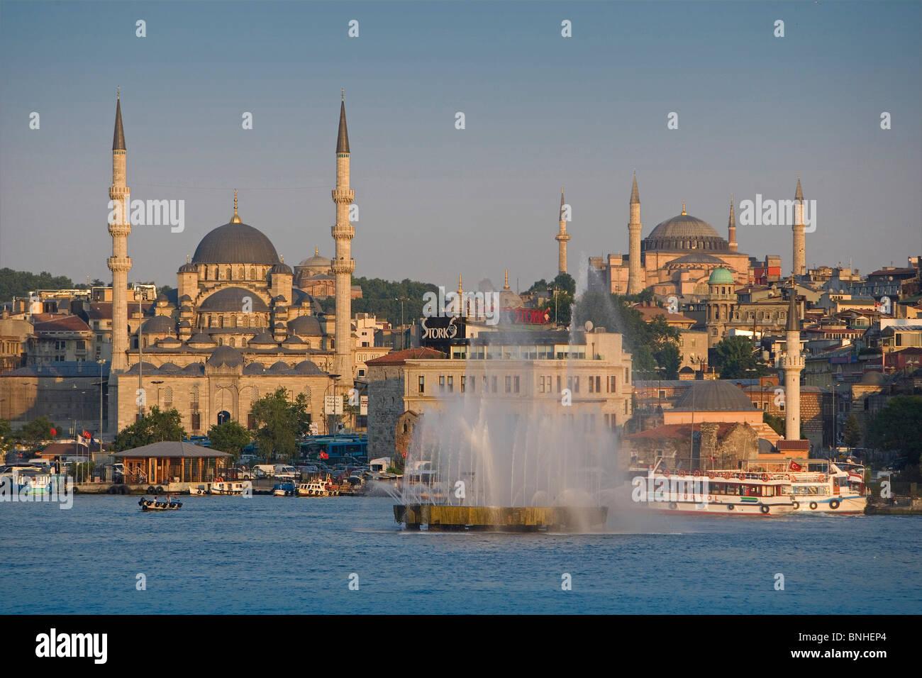 Juni 2008 Türkei Istanbul Stadt Goldene Horn Moscheen Brunnen Küste zu sehen Stockbild