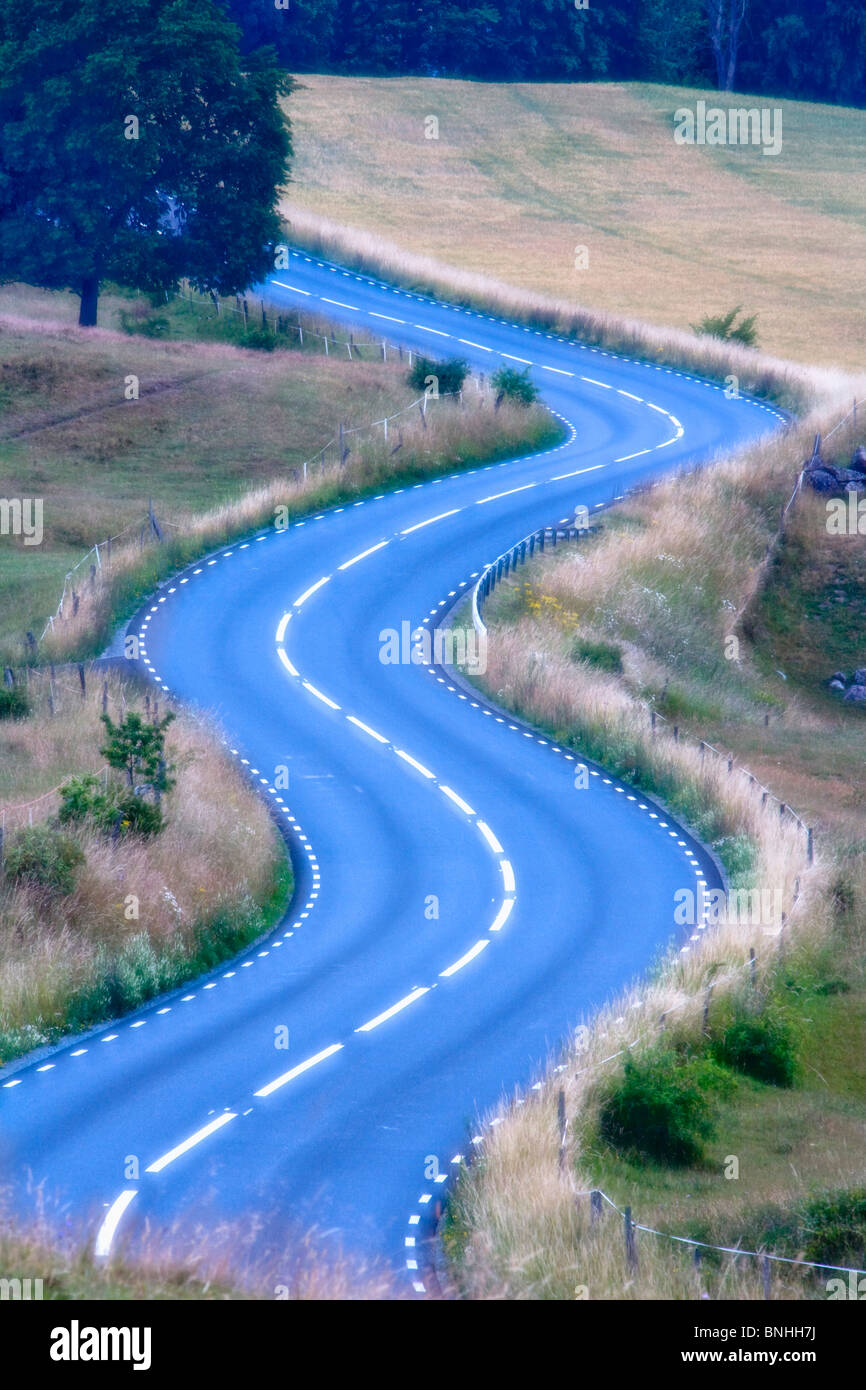 Schweden Skäne kurvenreiche Straße Asphalt Konzept Konzepte Country Road Land Straßen Landseite Kurve Stockbild