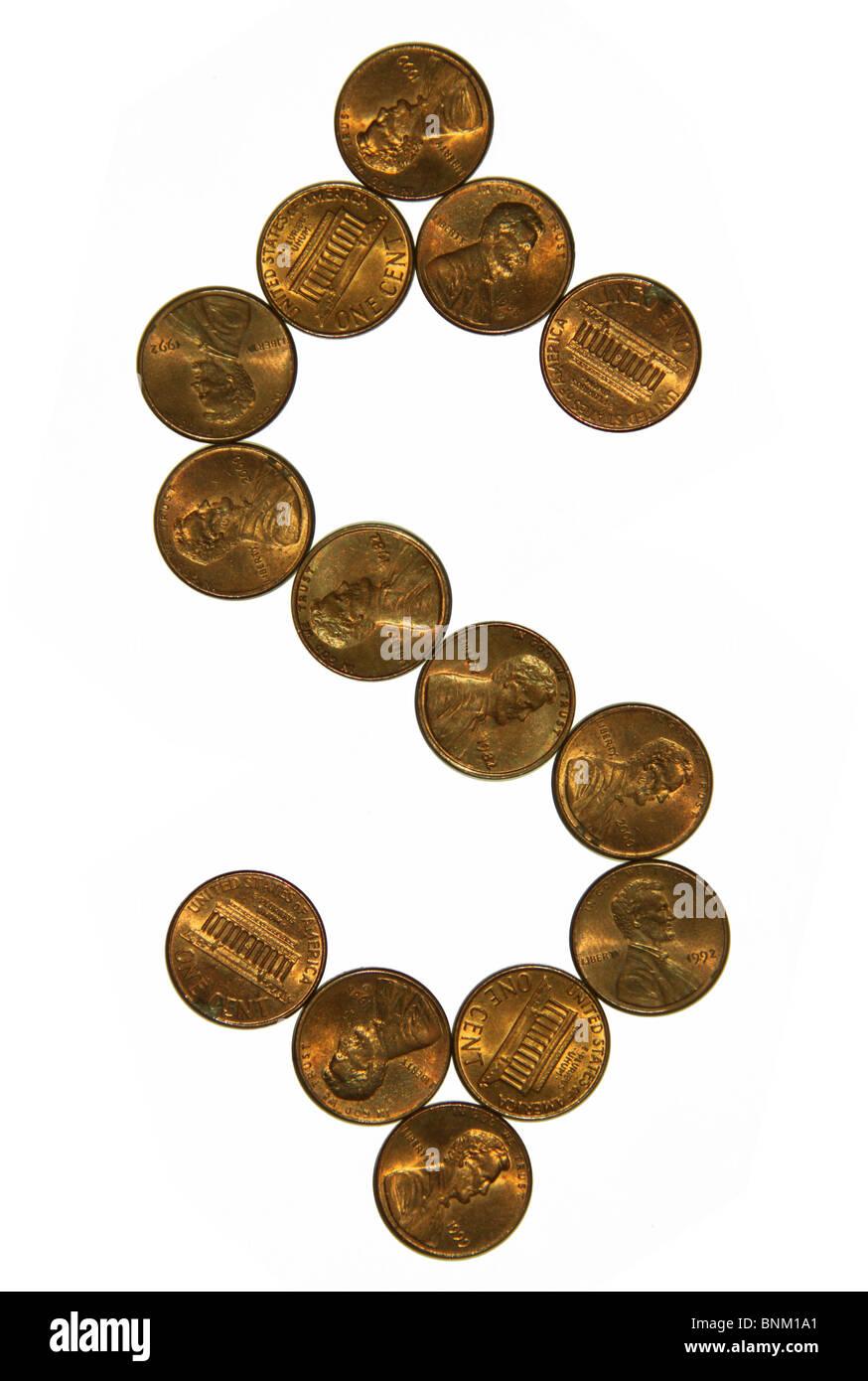 Ausschnitt von einem US-Cent-Münzen Geld in Form von Dollar-Zeichen Stockbild