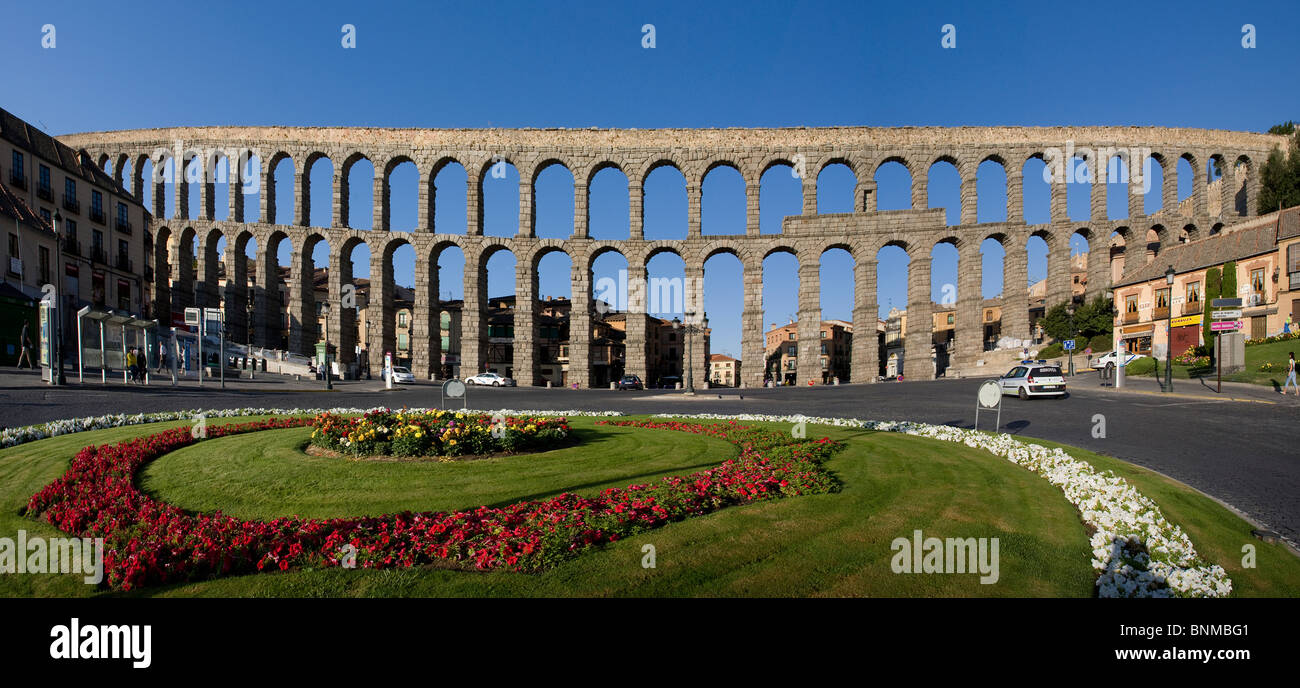 Spanien Castilla Leon Segovia römischen Aquädukt Spinning Top Wiese Brücke Ferien Reisen, Stockfoto