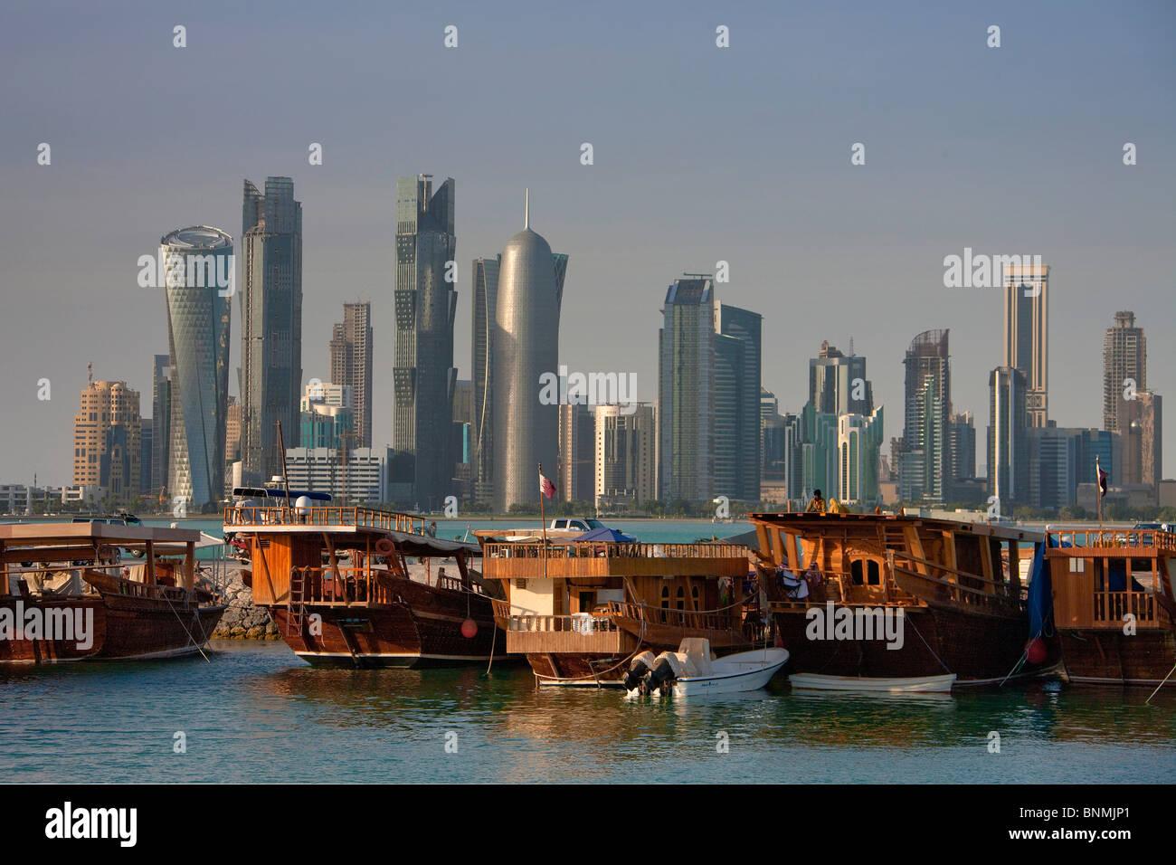 Katar Vereinigte Arabische Emirate Architektur Wohnblock High-Rise Gebäude Doha Skyline Wohnblöcke Hochhäuser Stockbild