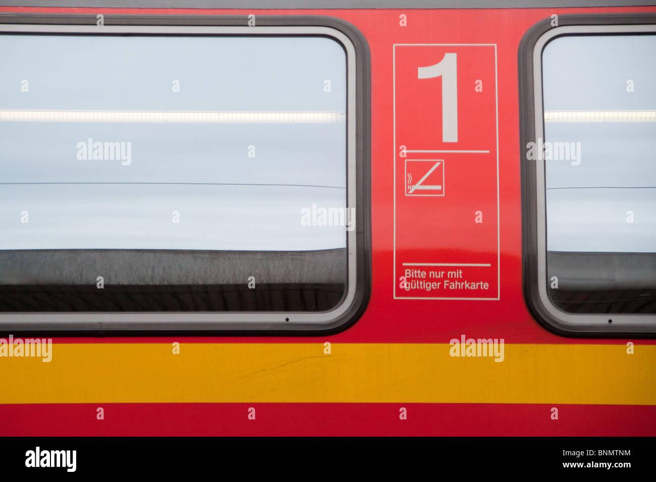 Deutsch Deutsche Bahn First Class Laufwagenschiene Stockbild
