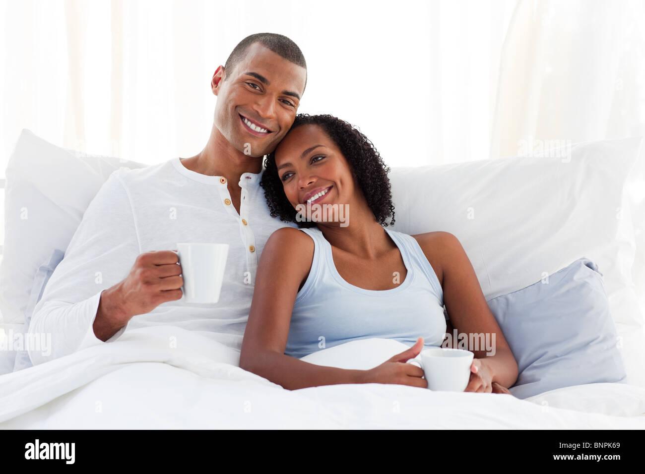 romantisch zu zweit das trinken von kaffee auf ihrem bett stockfoto bild 30616161 alamy. Black Bedroom Furniture Sets. Home Design Ideas