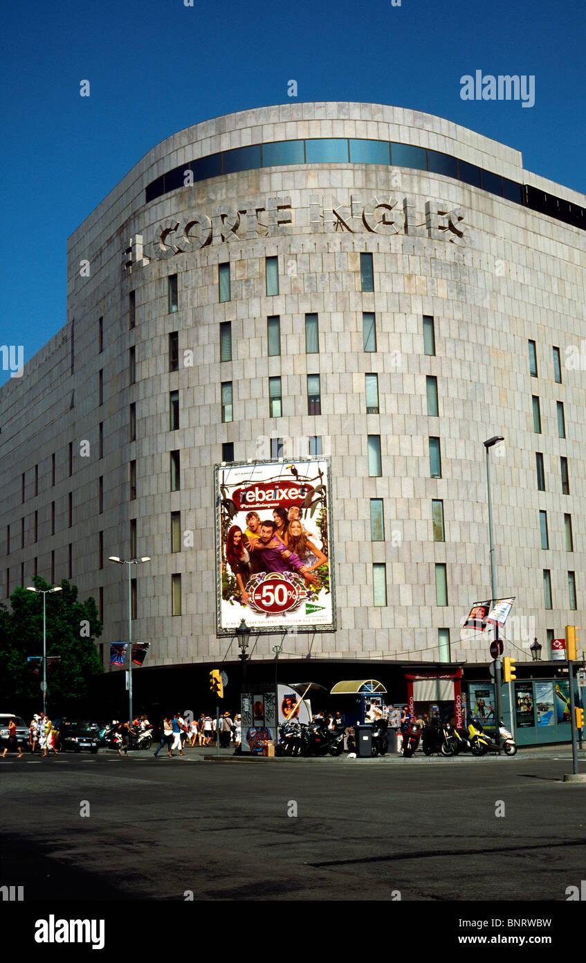 6ed61e654 El Corte Ingles Kaufhaus am Passeig de Gràcia in Barcelona. Stockbild