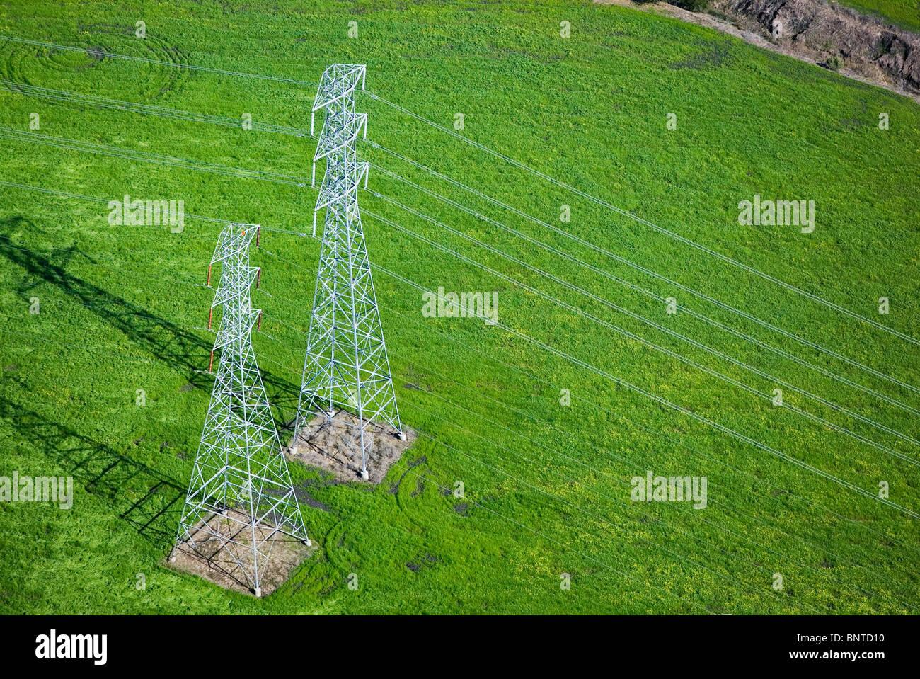 Luftaufnahme über elektrische Hochspannungsleitungen Türme Sonoma county, California Stockbild